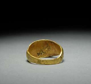 An attractive, genuine, Ancient Roman gold finger ring, set with agate