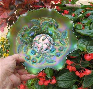 NORTHWOOD GREEN CARNIVAL GLASS STRAWBERRY EIGHT RUFFLED BOWL